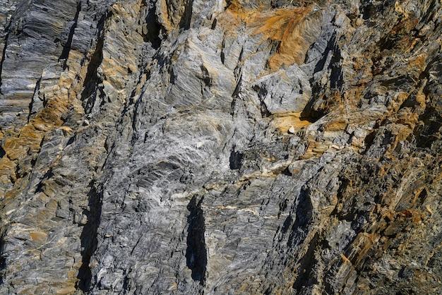 スペイン、ピレネー山脈のスレートの石の詳細