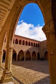 Замок мора де рубиелос в теруэль, испания
