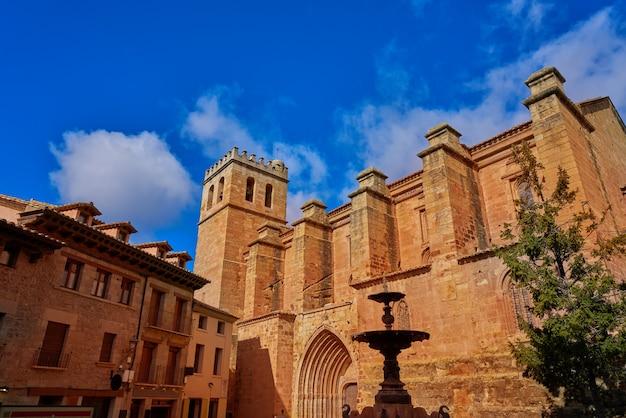 Мора де рубиелос деревенская церковь в теруэль испания