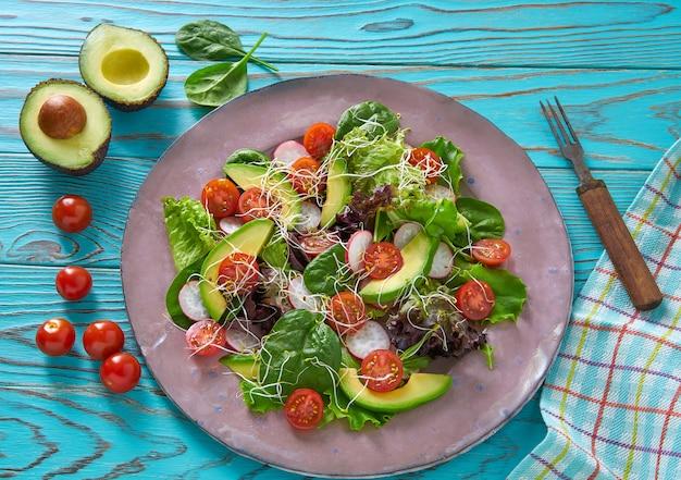 アボカドのサラダもやしトマトほうれん草
