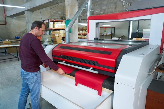 Станок для лазерной резки текстильной промышленности