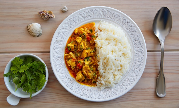 チキンカレー皿インド料理レシピ