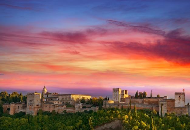 スペインのグラナダのアルハンブラ宮殿の夕日