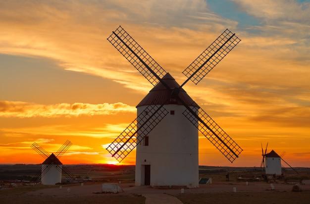 Ветряные мельницы мота-дель-куэрво в куэнке