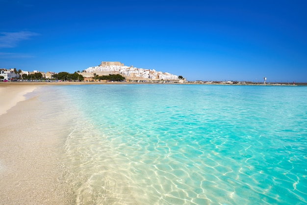 ペニスコラのスカイラインと城のビーチスペイン