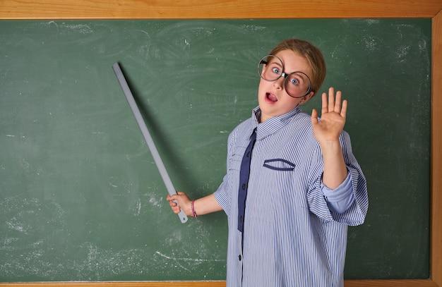 学校の先生の衣装で面白い子供女の子