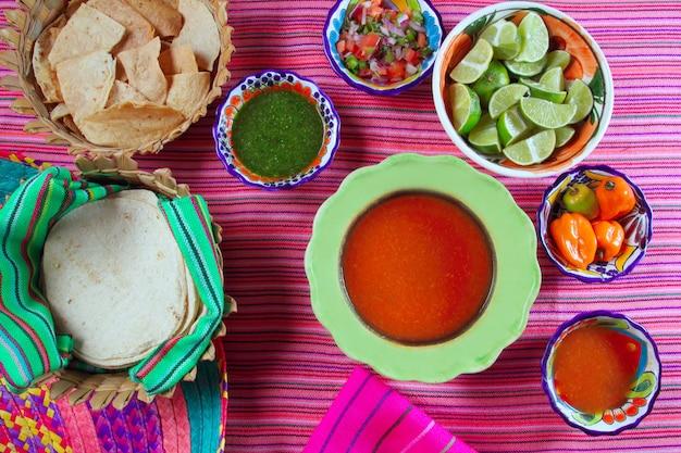 チリソースピコデギャロレモンメキシコの様々なスパイス