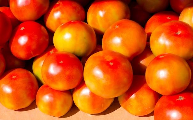 Спелые красные помидоры идеальные овощи