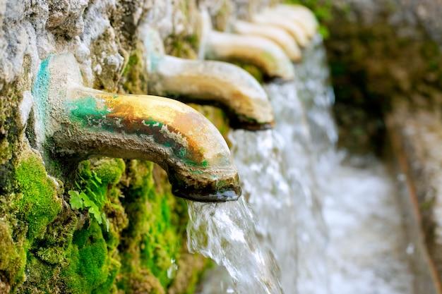 真鍮の噴水水源春