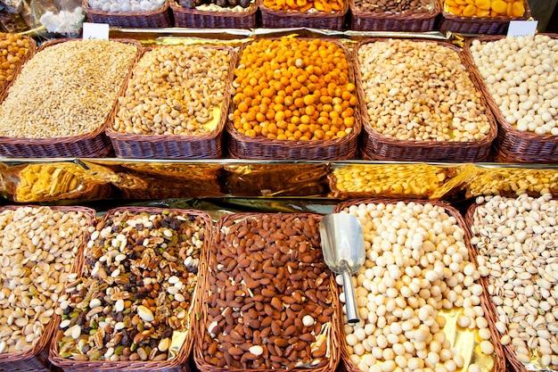 行で市場表示で乾燥ナッツ