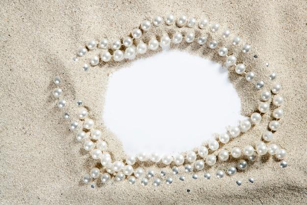 ビーチ白砂真珠のネックレス空白コピースペース