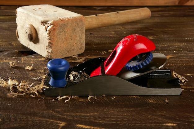 Строгальный станок плотник ручной стружки