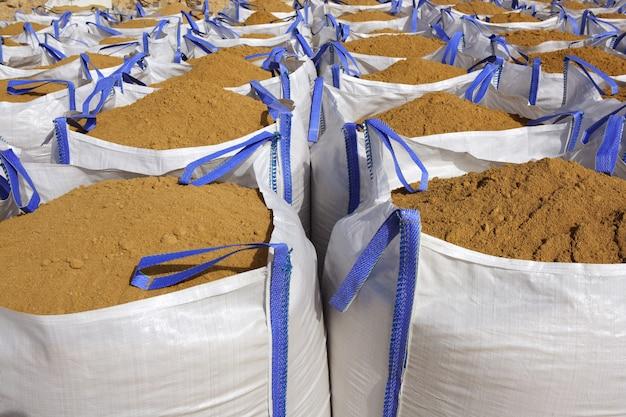 採石場のサンドバッグ白い大きな袋砂袋