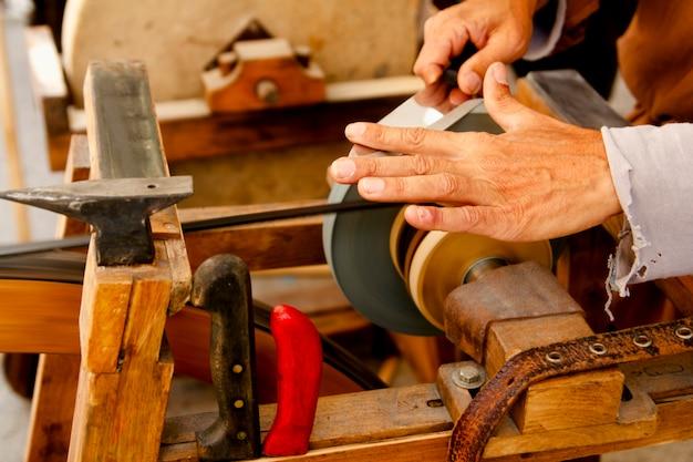 Точильщик традиционные колеса ручные инструменты заточка ножей