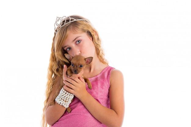 子犬チワワとクラウンプリンセスブロンドの女の子