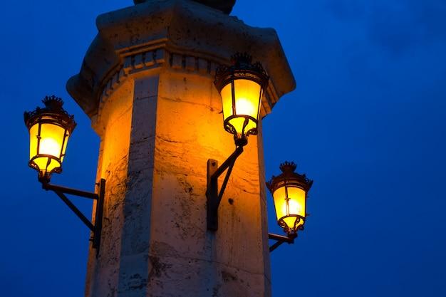 Город валенсия ночной мост пуэнте-дель-мар