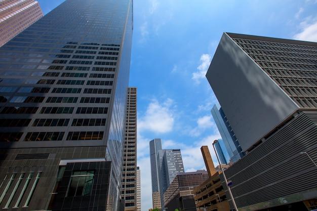 Небоскребы хьюстона в центре города, зеркало голубого неба