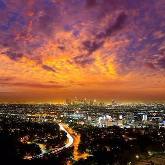 ロサンゼルスのダウンタウンの夜、ロサンゼルスのサンセットスカイライン、カリフォルニア州