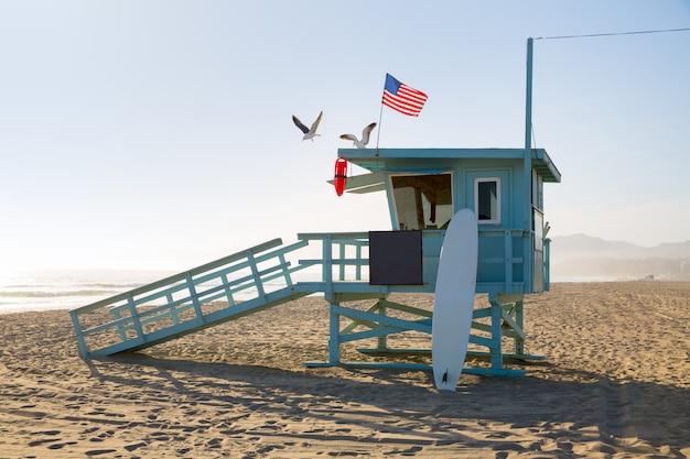 カリフォルニアのサンタモニカビーチライフガードタワー