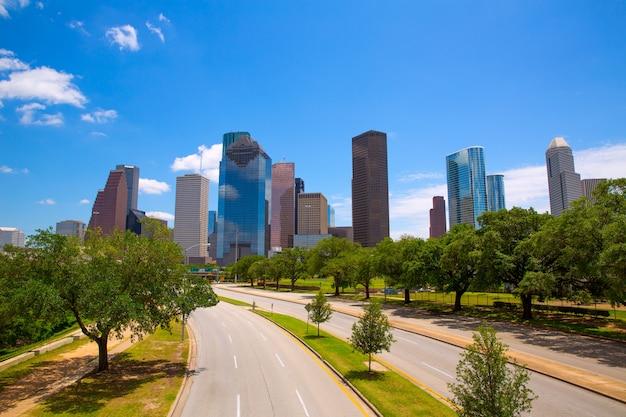 現代の高層ビルとヒューストンテキサスのスカイライン
