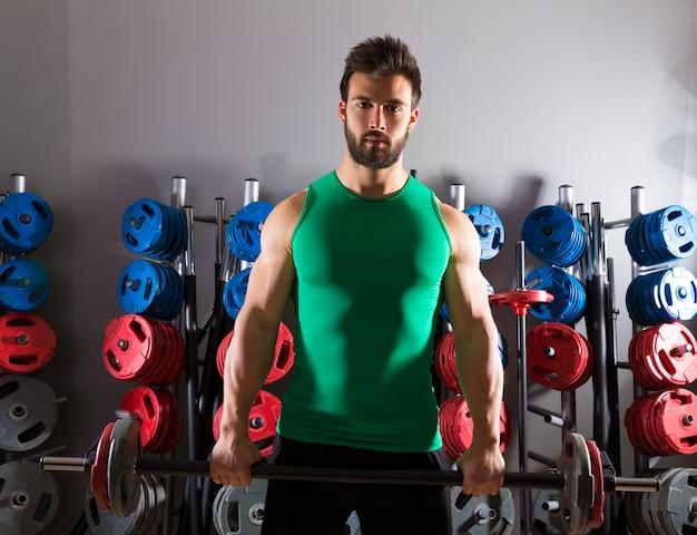 重量挙げのジムでバーベル男トレーニングフィットネス