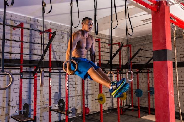 ディップリング女の子男筋肉アップリングトレーニング