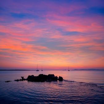 Ибица закат вид с острова форментера