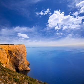 Мыс сан-антонио с высоким углом обзора средиземного моря
