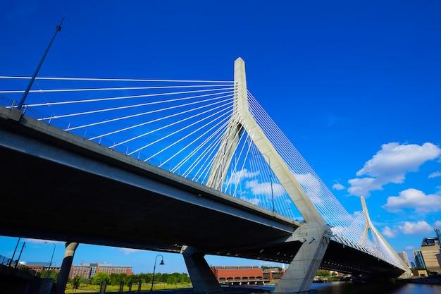 マサチューセッツ州バンカーヒルのボストンザキム橋