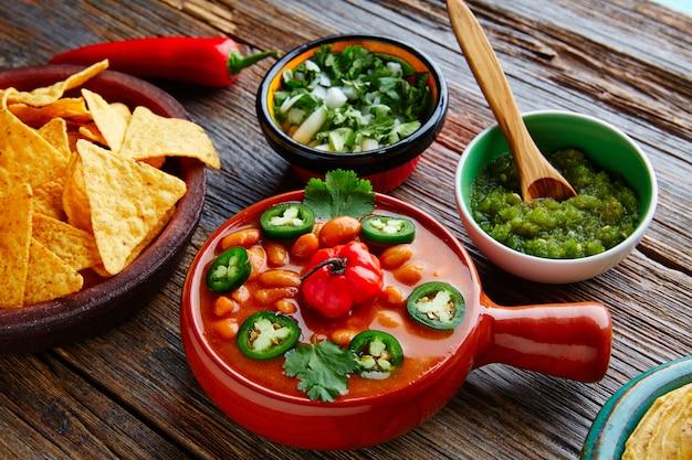 Фриольес чарро мексиканская фасоль с перцем чили