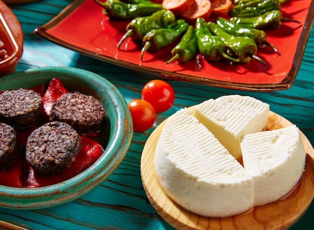 スペインのタパス・モルシラとチーズ・ド・ブルゴス