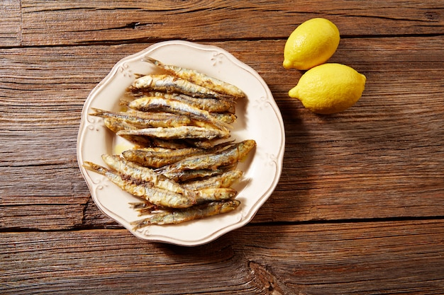 Тапас морепродукты жареные анчоусы рыба