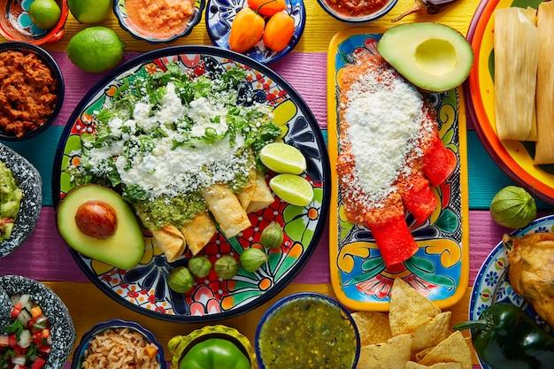 メキシコのソースと緑と赤のエンチラーダ