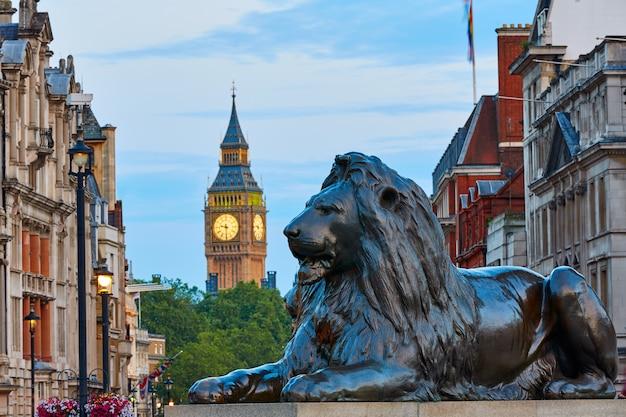 Лондонская трафальгарская площадь лев и биг бен
