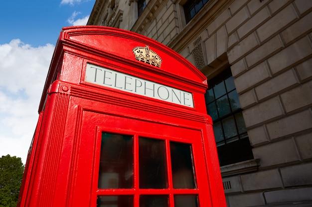 ロンドンの古い赤い電話ボックス