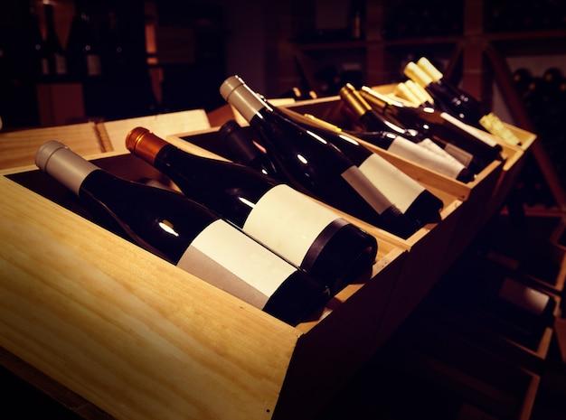地中海産ワインセラーとボトル
