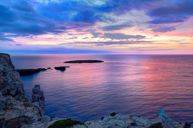 バレアレス諸島のキャップデカバレリア岬のメノルカ島の夕日