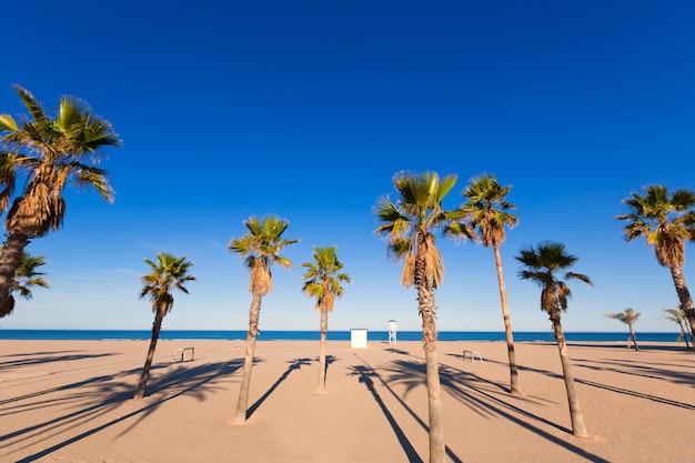 Пляж гандия в валенсии на средиземноморской испании