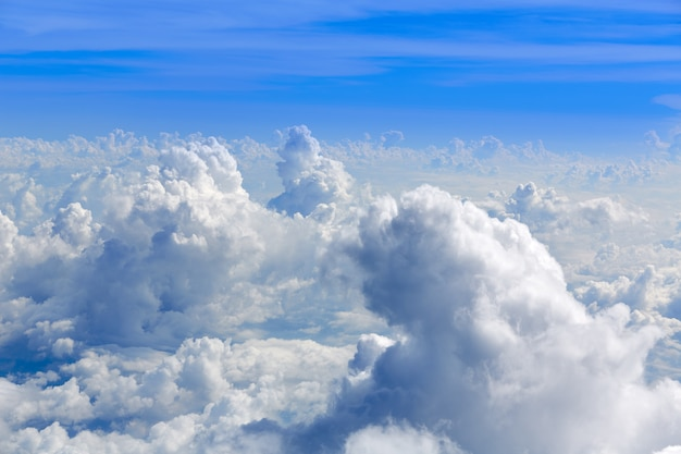 Кучевые облака вид с воздуха с высоты птичьего полета