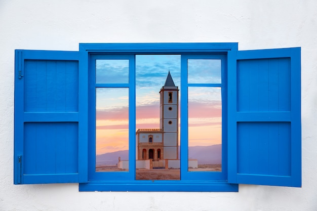 カボデガタサリナス教会のアルメリア窓