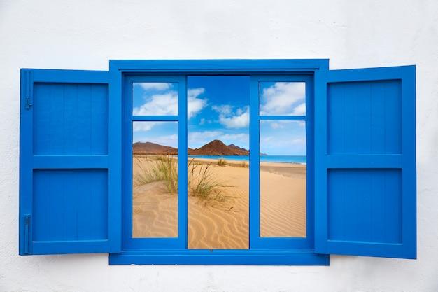 カボデガタビーチの窓からアルメリアビュー