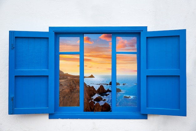 カボデガタの青い窓からアルメリアビュー