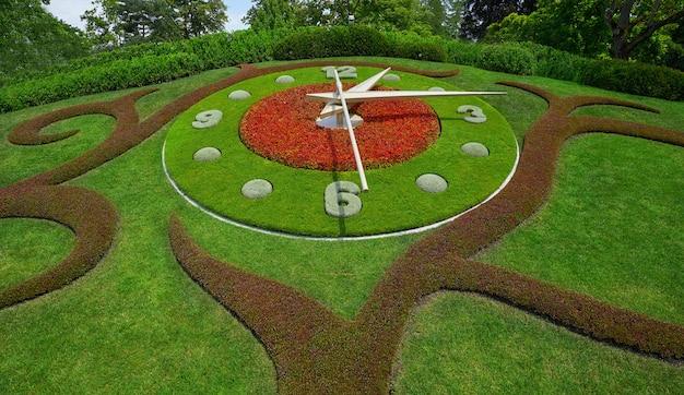 ジュネーブ湖の近くのジュネーブ庭園の花時計