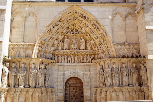 セントジェームズウェイのブルゴス大聖堂のファサード