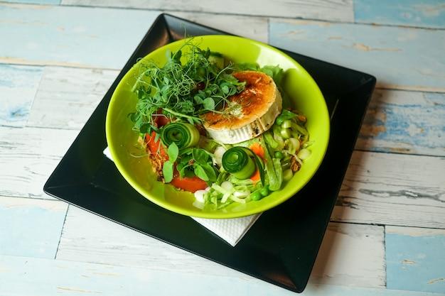 Салат на столик в ресторане