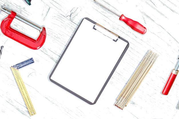 机の上の作業ツール