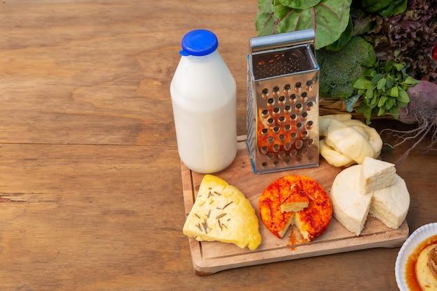 Свежие натуральные продукты с яйцами и молоком