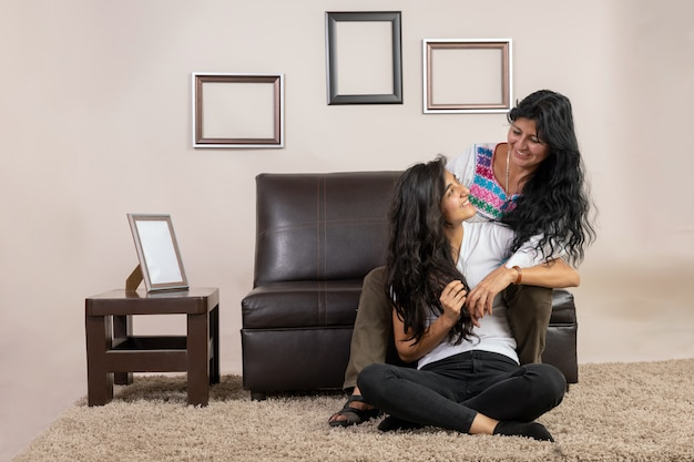 メキシコの母と娘の抱擁