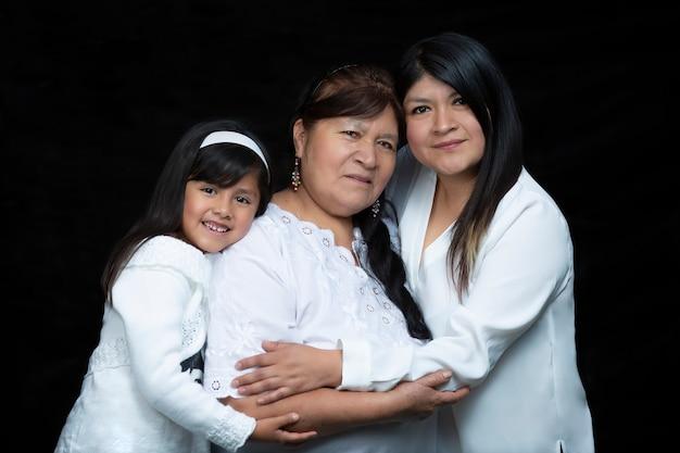 メキシコの母、娘、祖母が母の日にぴったり