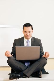 机の上の瞑想